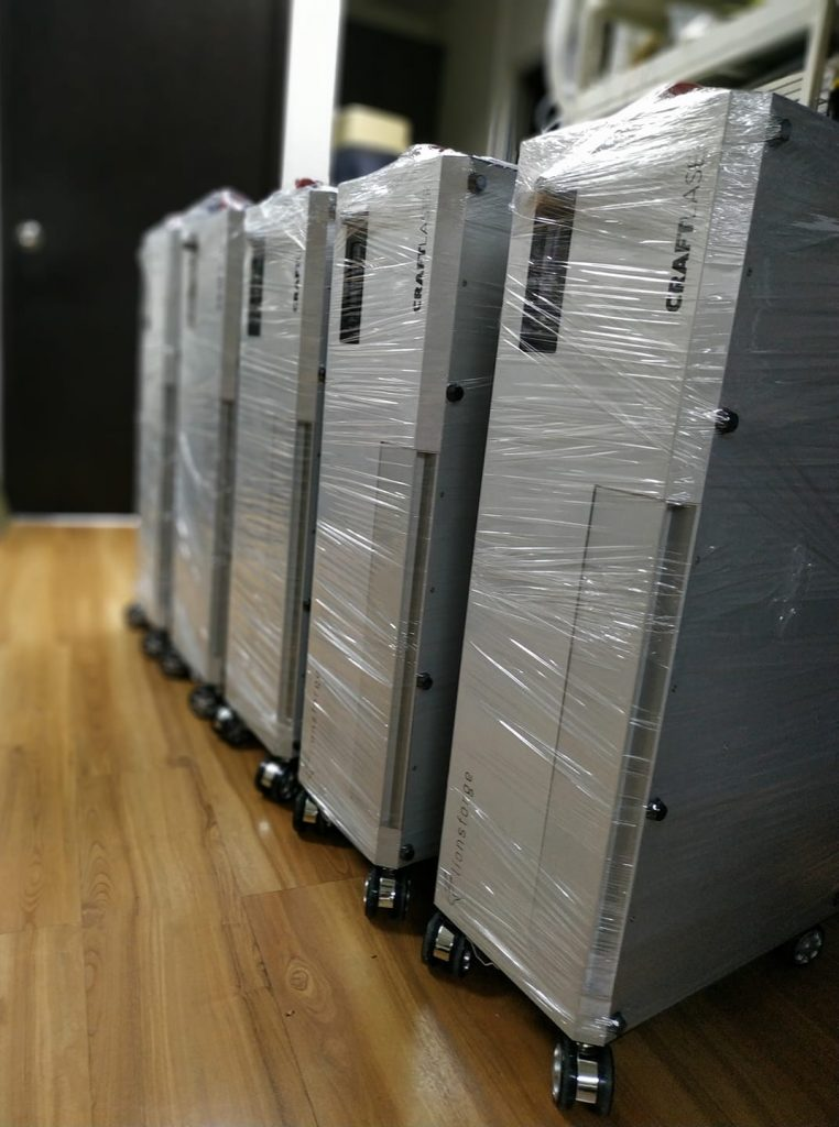 CraftLaser delivery to our Indiegogo supporters begin.